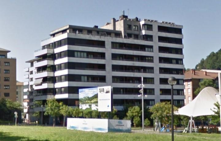 LOCAL Locales en Larramendi portal 8